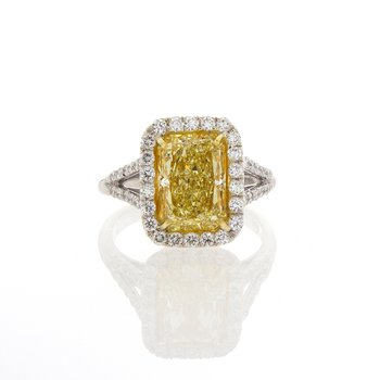 FANCY LIGHT YELLOW RADIANT CUT 3.30 CT