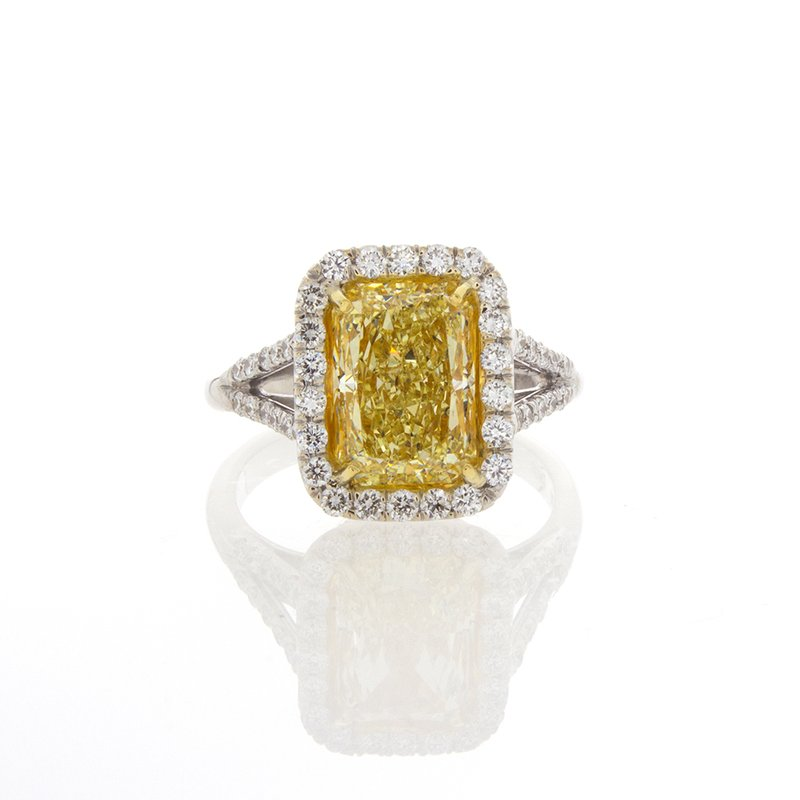 C&R Diamonds FANCY LIGHT YELLOW RADIANT CUT 3.30 CT