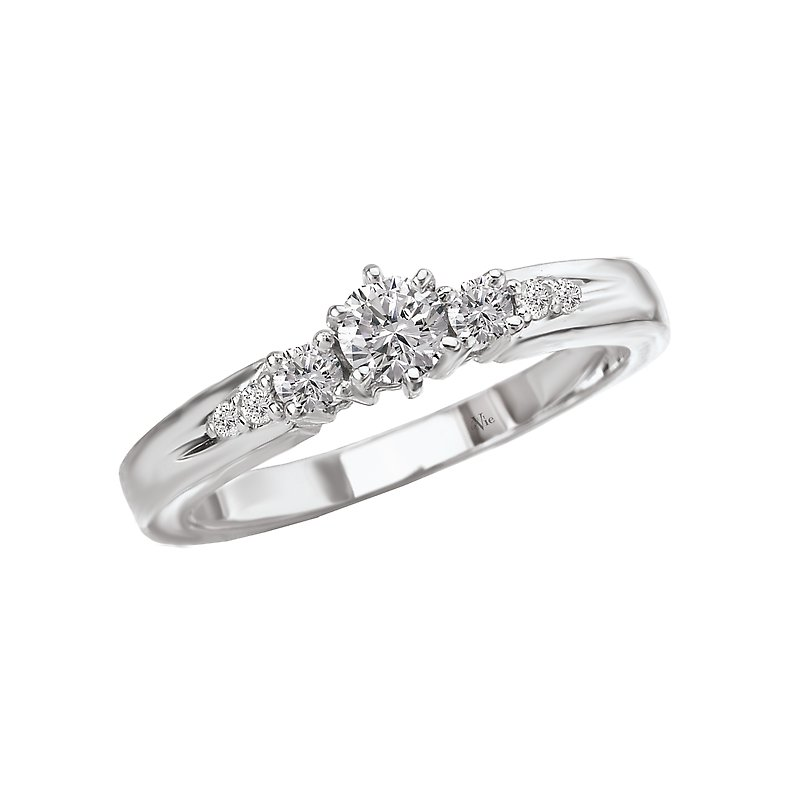 LaVie 3-Stone Complete Diamond Ring