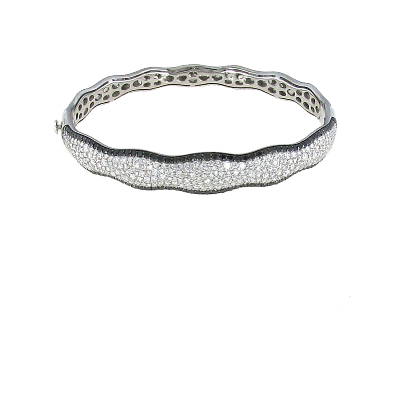 Roberto Coin 18Kt Gold Scalloped Small Bangle With Black And White Diamonds