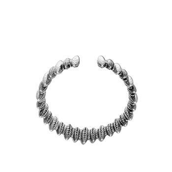 Classic Chain 30MM Spear Flex Cuff in Hammered Silver
