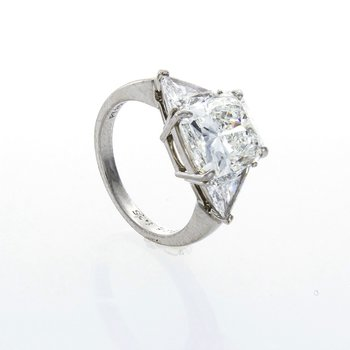 RADIANT CUT DIAMOND 3-STONE RING
