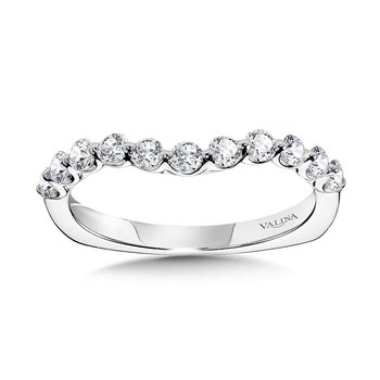 Curved Single Shared Prong Diamond Wedding Band