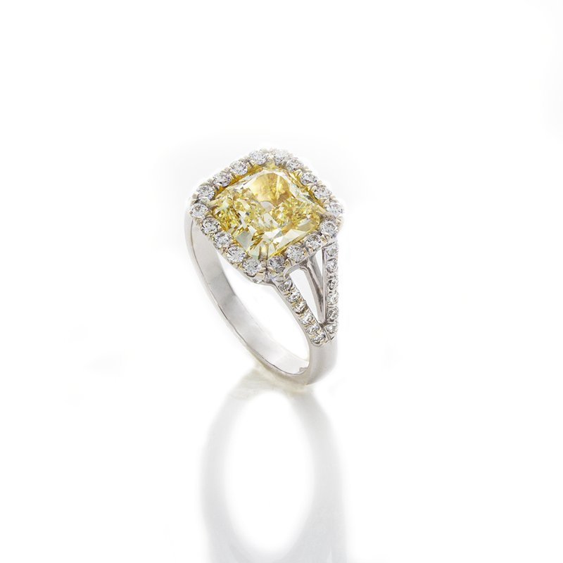 William Levine YELLOW RADIANT CUT DIAMOND 2.42 CTS