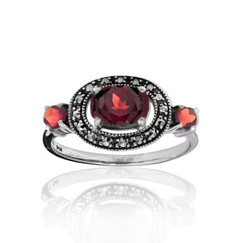 Oval-shape garnet ring