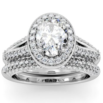 Oval Diamond Halo Engagemant Ring with Matching Wedding Band