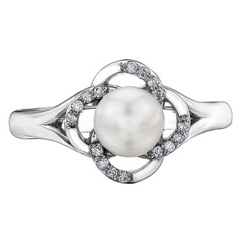 Pearls Ladies Ring