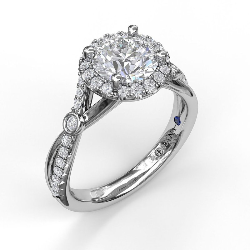 Fana Round Halo Ring With Twisted Pave Band