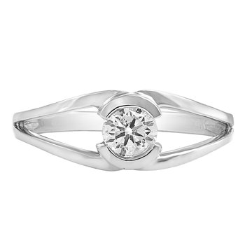 Forever Ice™ Canadian Diamond Engagement Ring