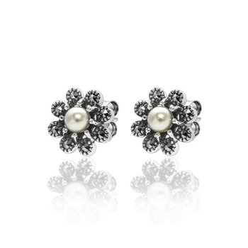 Flower-shaped Pearl Earrings