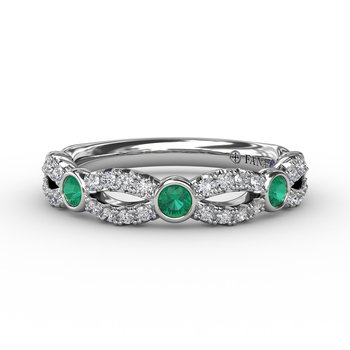 Scalloped ring with Diamonds and Emeralds