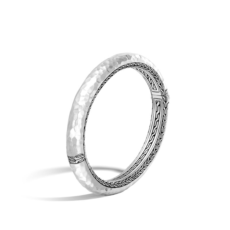 John Hardy Classic Chain 8.5MM Hinged Bangle in Hammered Silver. Available at our Halifax store.
