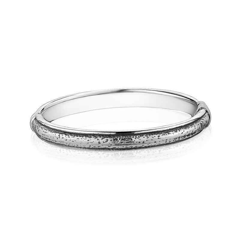 LARUS Jewelry Hammered shape bangle
