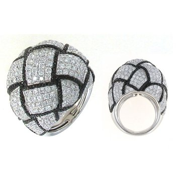 18Kt Gold Black And White Diamond Knot Ring