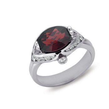 Garnet. & Diamond Ring