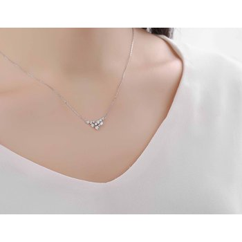 Smiling Rocks 0.51Ct G-H/VS1 Lab Grown Diamond Cruved Cluster Necklace