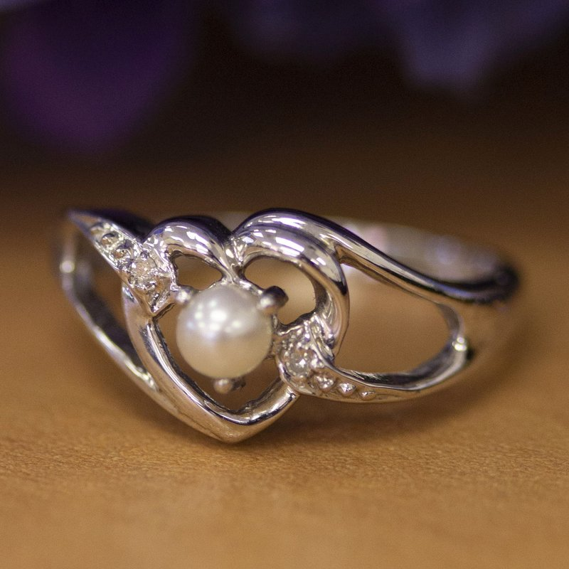 10k White Gold Freshwater Cultured Pearl And Diamond Heart Ring