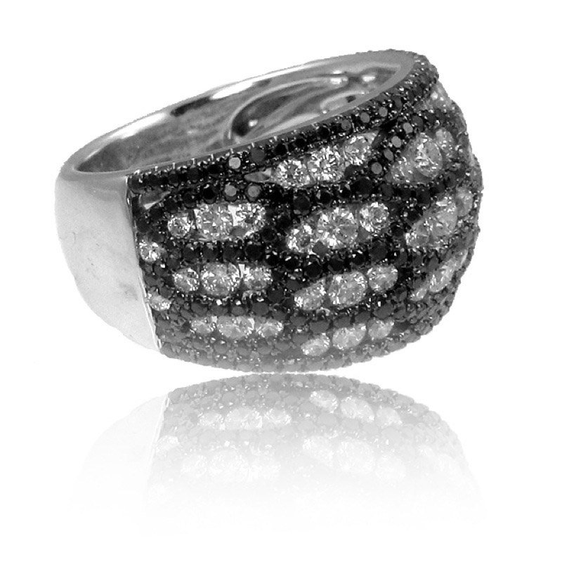 Doves Gothica Black & White Diamond Ring
